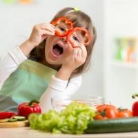 9 Sfaturi practice despre cum putem aduce in alimentatia celor mici portiile necesare de fructe si legume