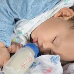 Consumul de lapte si bauturi indulcite in dezvoltarea cariei dentare la cei mici